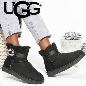 UGG Mini Side Brooch size 9